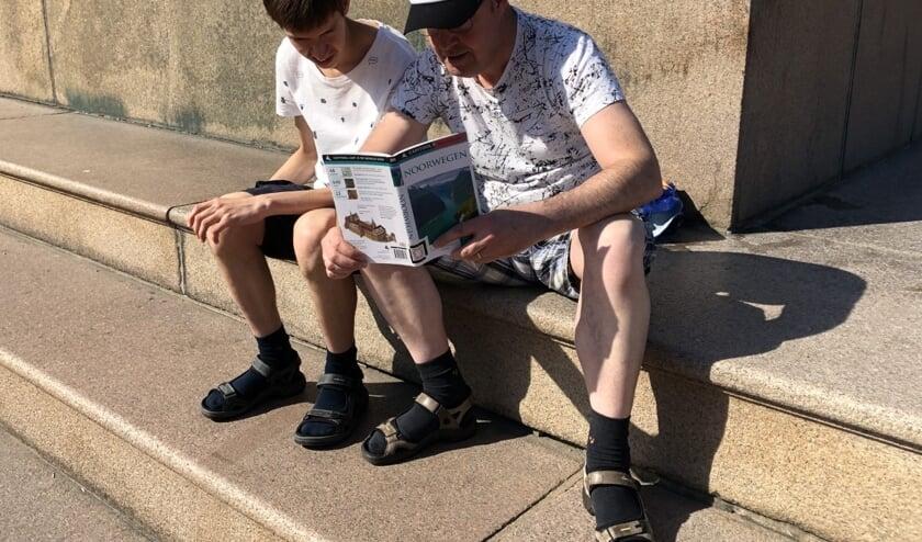Het Lees lokaal heeft ook reisgidsen! Bijvoorbeeld deze van Noorwegen.