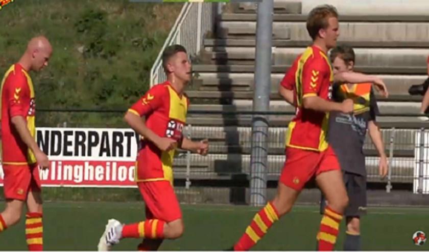 In het midden Luc Wagenaar die net 1-2 heeft gescoord.