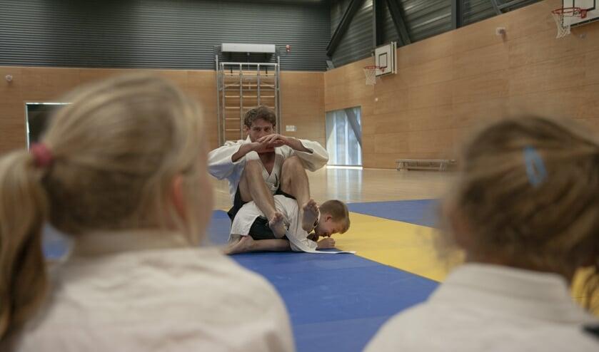 Tijdens VakantieFUN staan diverse sportclinics op het programma, zoals bijvoorbeeld judo.