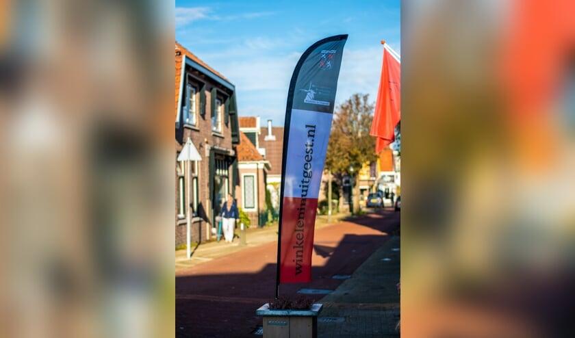 <p>De OVU beachflags staan vanaf 16 november verspreid door het Uitgeester winkelcentrum.</p>