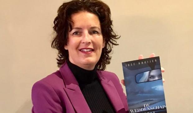 <p>Jos&eacute; Kruijer won met haar debuut Verzwegen de 2e prijs bij de verkiezing van Vrouwenthrillers.nl voor de Beste Nederlandse Vrouwenthriller 2017. Voor haar tweede boek Manzanilla ontving ze ook lovende recensies.</p>