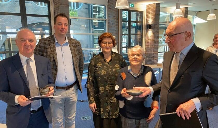 <p>Jaap Meijers (links), Rudy Meijers (Rechts) en Truus Zonneveld (tweede van rechts).</p>
