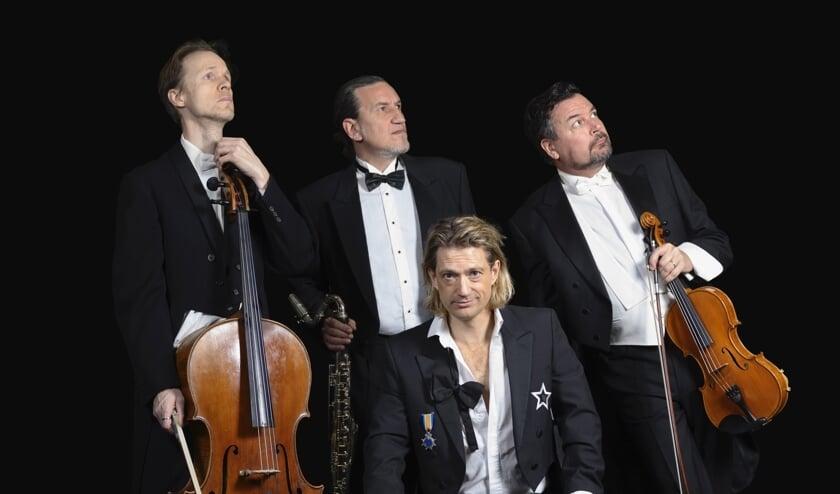 Begeleid door drie geweldige muzikanten brengt Joost Spijkers prachtige chansons.