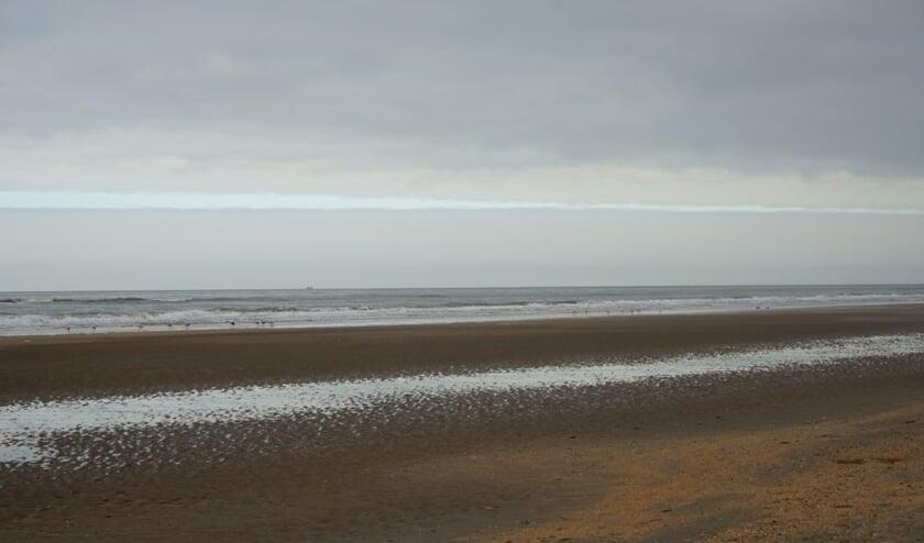 Een prachtige foto van een leeg strand. Vandaag was het overvol en sloot gemeente Bergen de stranden af.