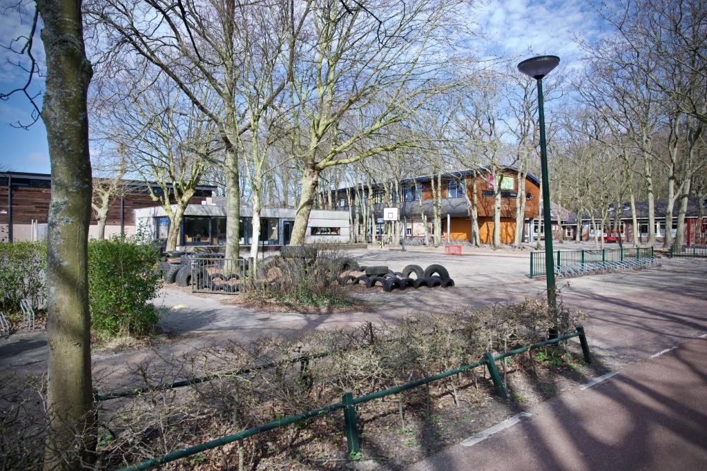 De schoolpleinen van de Springschans en Radboudschool zijn leeg. Foto: STiP Fotografie © Uitkijkpost Media B.v.