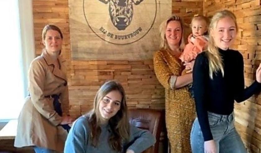 Van links naar rechts: Martine, Daniëlle, Angel en Charissa. Gaby kon er niet bij zijn.