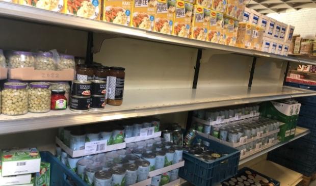 Tijdens de corona crisis kampte de voedselbank met lege schappen. Daarom is doneren heel belangrijk.