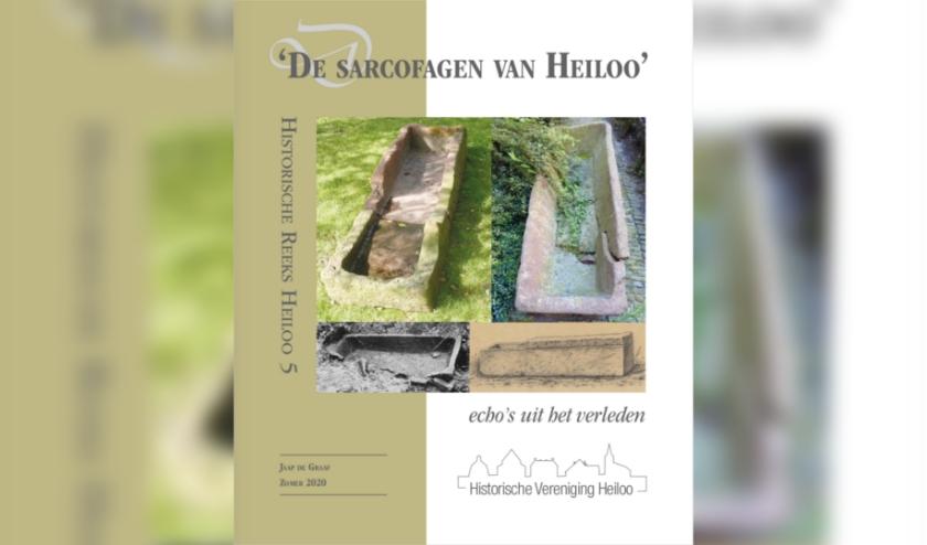 Het eerste exemplaar van De sarcofagen van Heiloo werd, tijdens een online vergadering van het bestuur, door Jaap de Graaf virtueel overhandigd aan  voorzitter Jacob Ouderkerken.