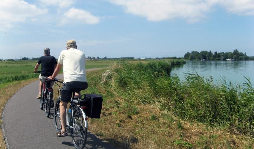 Zwaansmeerpad langs de zuidoever van het Uitgeestermeer is een aantrekkelijke recreatieve fietsroute. De Stichting Alkmaarmeeromgeving wil hier geen windturbines