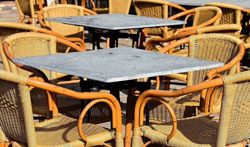 In de nieuwe situatie zullen de tafels niet meer zo dicht bij elkaar staan.