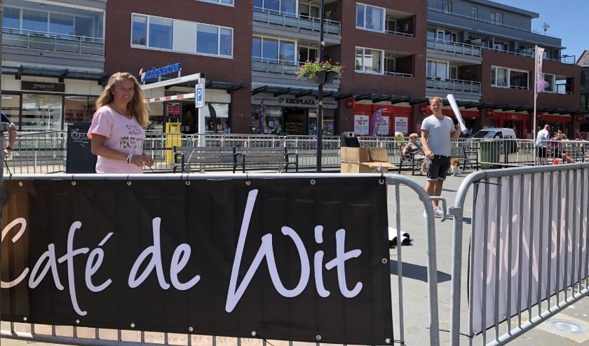 Café de Wit zal op het Stationsplein een tijdelijk terras openen.