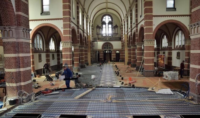 De werkzaamheden aan de Corneliuskerk in Limmen zijn in volle gang. Maar hoe staat er het er nu eigenlijk mee?