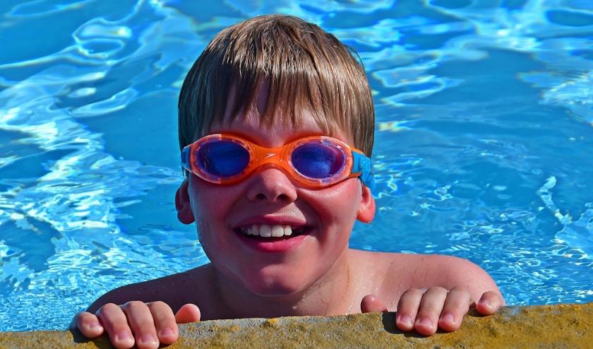 Extra lang zwemmen voor de jeugd bij zwembad De Zien.