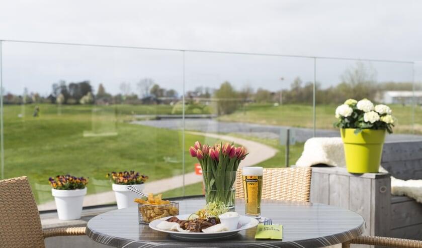 Ook op het terras van Brasserie in 't Groen ben je vanaf vanmiddag weer van harte welkom.