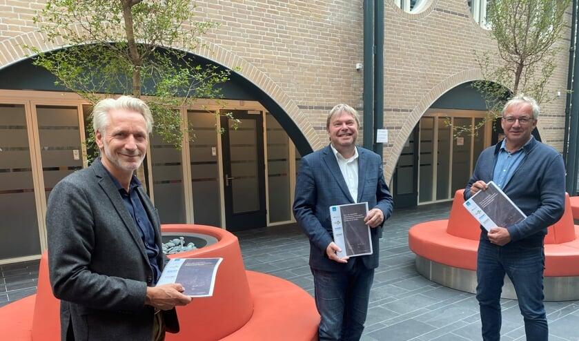 V.l.n.r: Vincent Thijssen, Rob Opdam en Ron de Haan met de getekende overeenkomst.