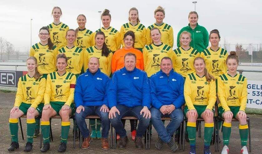 Het vrouwenteam van FC Uitgeest.