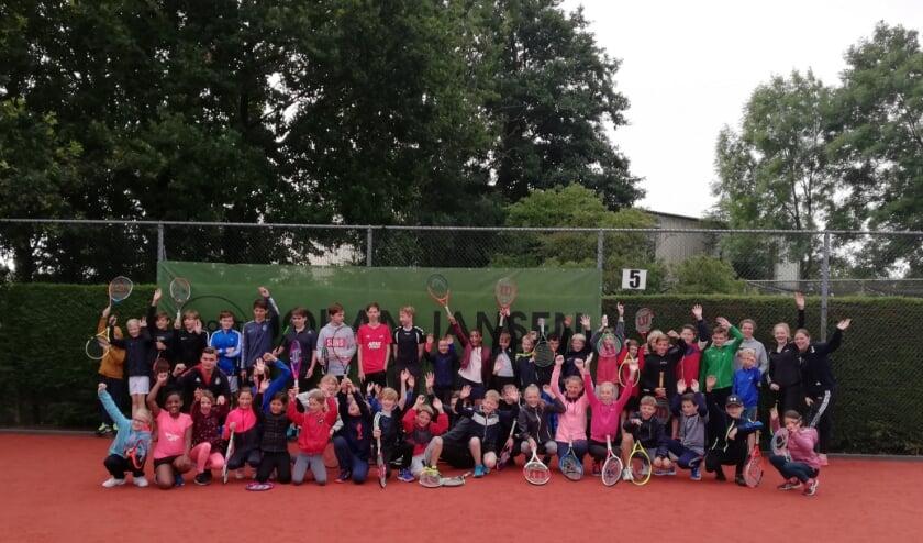 Zowel de deelnemers als de leiding hebben genoten van het zomer jeugdtennisweekend.