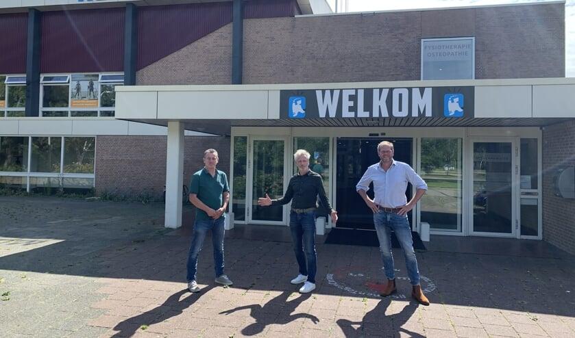 Vincent, Peter en Walter bij Sporthal Het Vennewater in Heiloo.