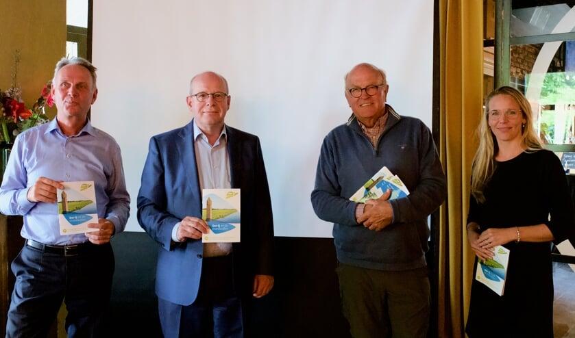 Vlnr: Rik Duijn, wethouder Fred Dellemijn, Dolf Balkema en Marjolein Bos.