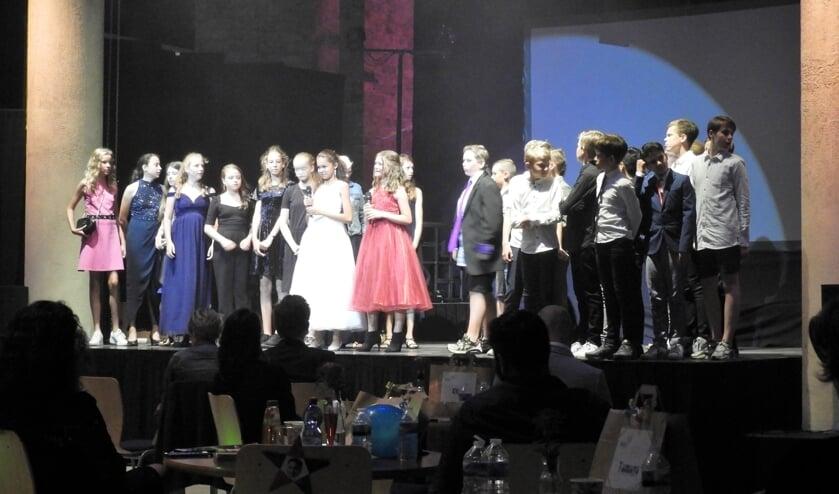 Feestelijke finale van de geslaagde première van 'De Diamantroof' in de Cultuurkoepel.