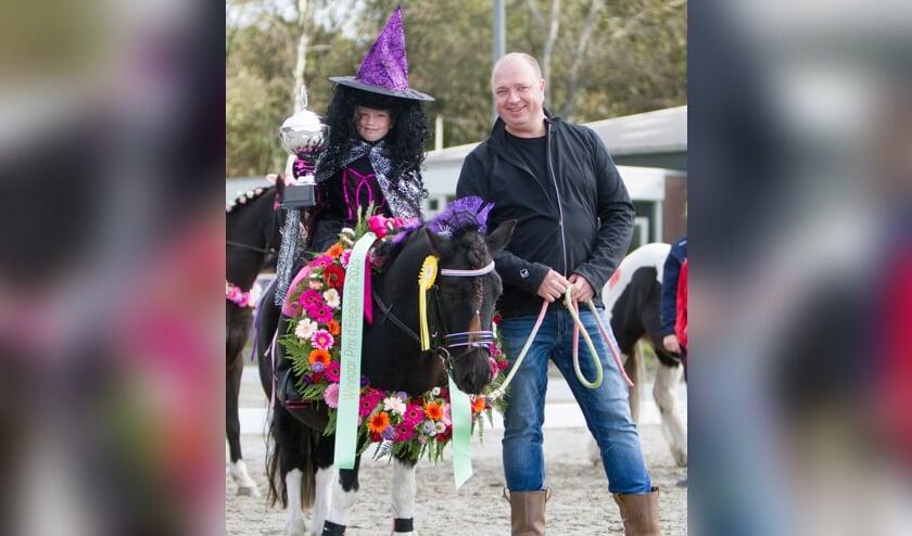 <p>Zivah Mieras met haar pony Shadow, kampioen Prix d&rsquo;&eacute;l&eacute;gance.</p>