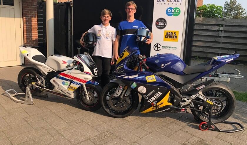 Merijn en Floris met hun motoren.