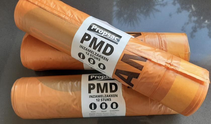 Heb je geen PMD-afvalzakken meer? Haal ze gratis op in het gemeentehuis of bij de afvalbrengstations.