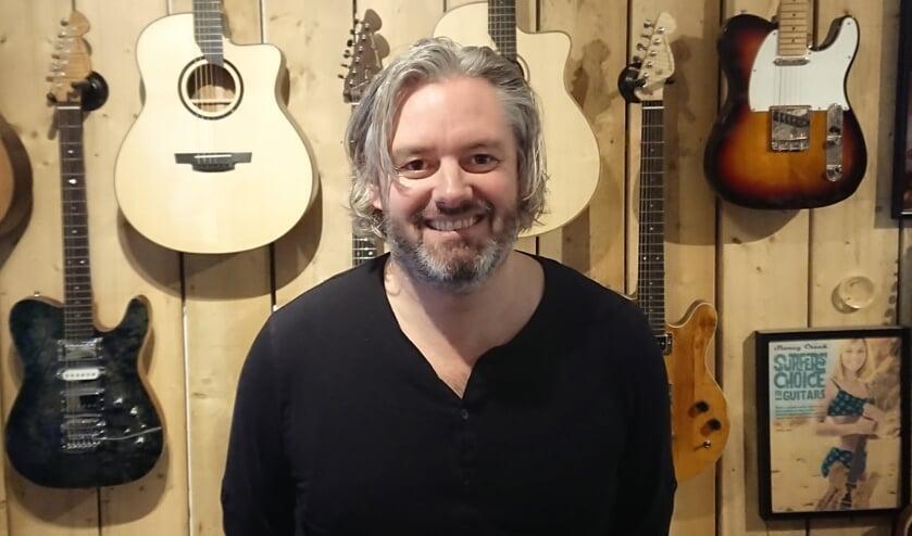 <p>Frank bouwde zijn eerste gitaar in de schuur van zijn ouders.</p>