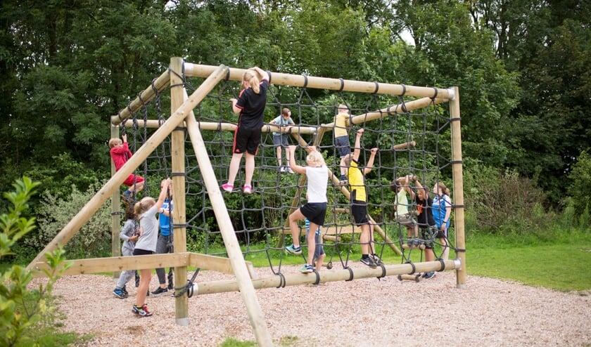 <p>Fijn voor kinderen als ze even lekker uit kunnen razen tijdens de Sport & Spel activiteiten op het Outdoorpark.</p>