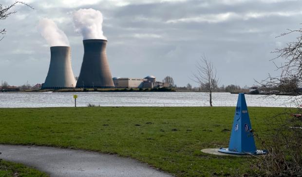 <p>Impressie van hoe een kerncentrale in het Uitgeester landschap eruit zou kunnen zien.</p>