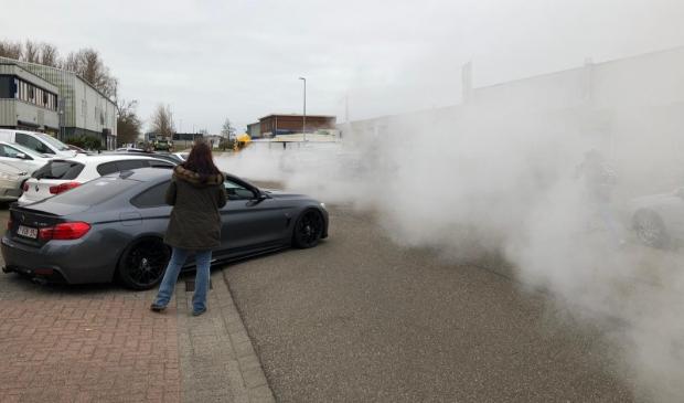 Zo'n vijftig auto's vertrokken vanaf de Westerwerf voor een 'rustige' tour richting Rotterdam.