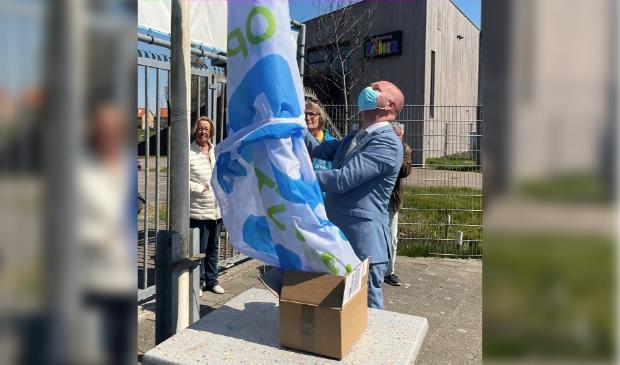 <p>Burgemeester verricht de offici&euml;le openingshandeling en hijst de nieuwe Zien-Vlag.</p>