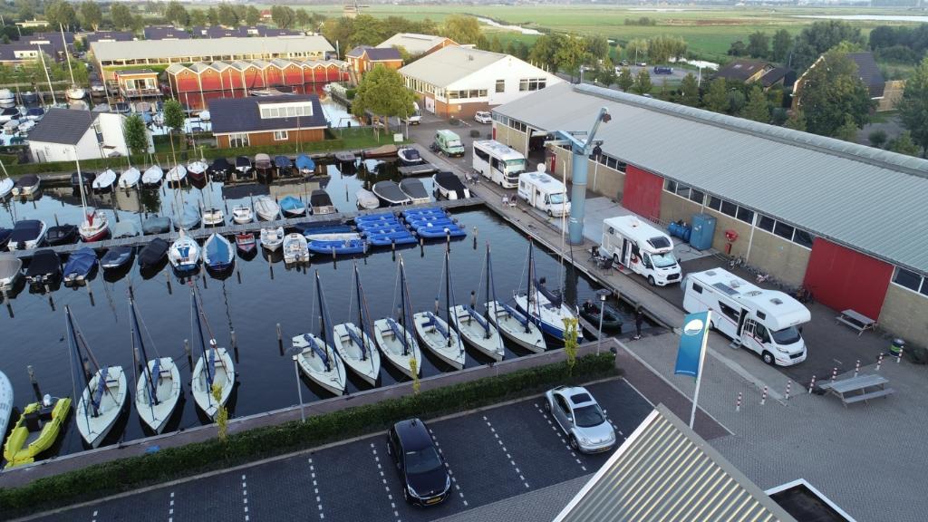 Campers hebben een prachtig uitzicht over de Jachthaven van Uitgeest. Foto: aangeleverd © Uitkijkpost Media Bv.