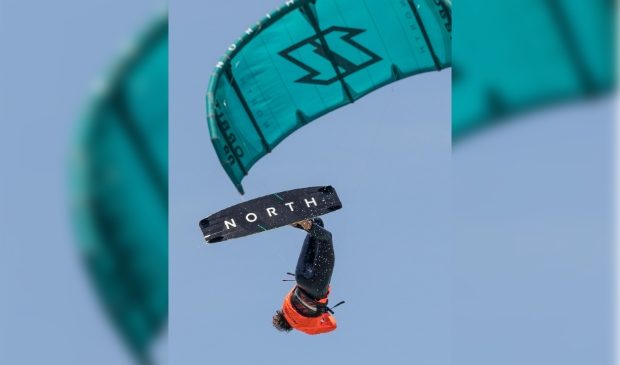 <p>De 'kite loop one foot laite back'.</p>