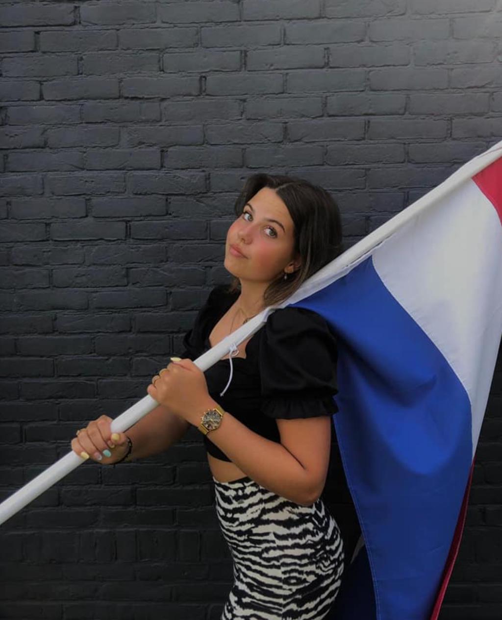Ook voor Isa Baltus gaat de vlag uit! Dag Clusius College, op naar Amsterdam!  © Uitkijkpost Media B.v.