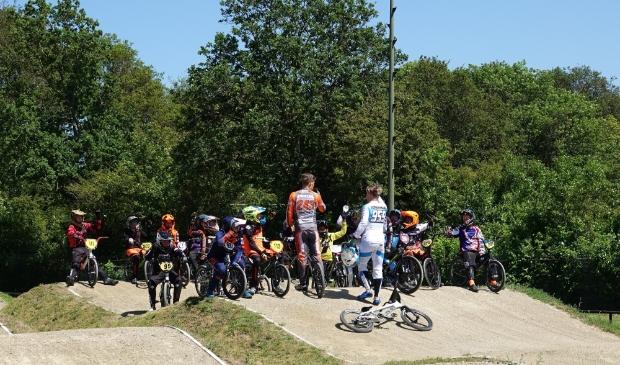 Top BMX-ers Justin Kimmann en Mitchel Schotman gaven een training bij De Boscrossers.