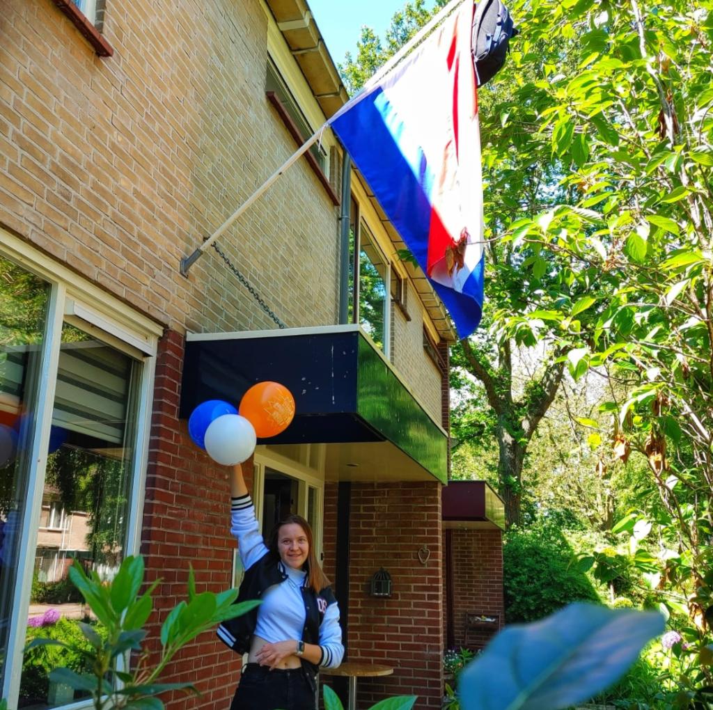 Ook Sanne is geslaagd. Zij gaat naar het Horizon college om voor Onderwijsassistent te studeren, om daarna door te stromen naar de Pabo.  © Uitkijkpost Media B.v.