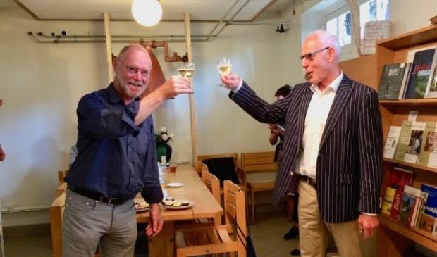 Herman Kaptein en Paul Morsch klinken alcoholvrij en op afstand.