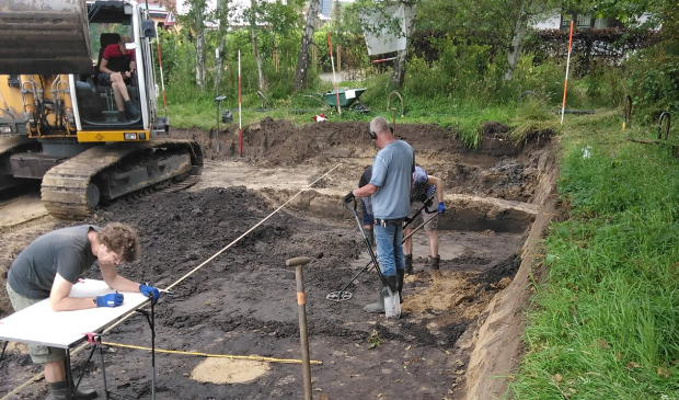 <p>Opgravingen van start in Heiloo.</p>