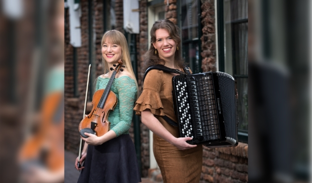 Duo De Thuiskomst: Quirine van Hoek (viool) en Ellen Zijm (accordeon).