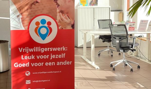 <p>Vrijwilligers Informatiepunt Uitgeest in het gemeentehuis van Uitgeest.</p>