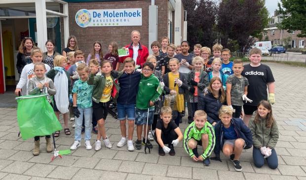 Leerlingen van basisschool De Molenhoek dragen graag een steentje bij aan een schonere wereld.