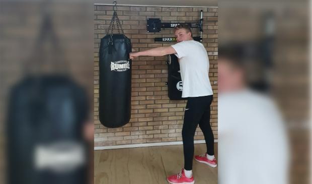 <p>Ralf aan het trainen op de bokszak&nbsp;</p>