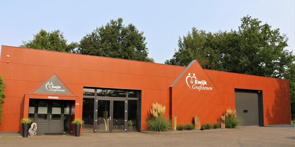 <p>De bedrijfshuisvesting van Ewijk Grafstenen</p> <p>/ foto&#39;s: Ewijk Grafstenen</p> © Let op Woudenberg