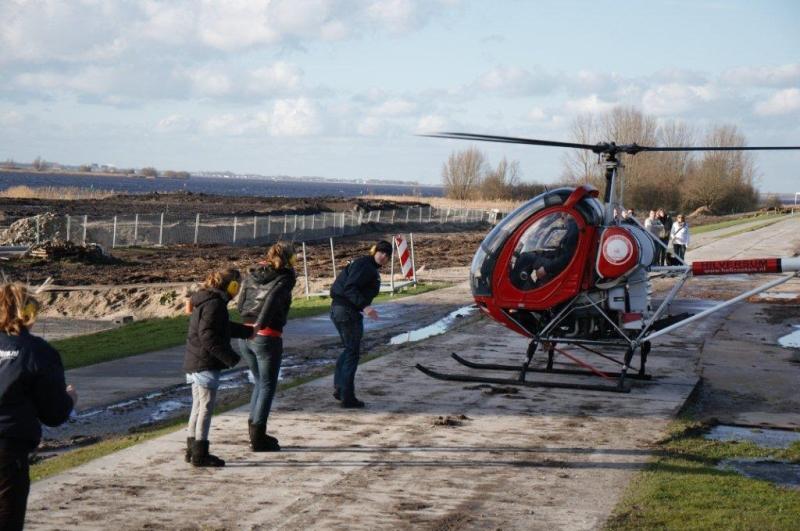Charlotte op weg naar de helikoptervlucht  © Enter Media