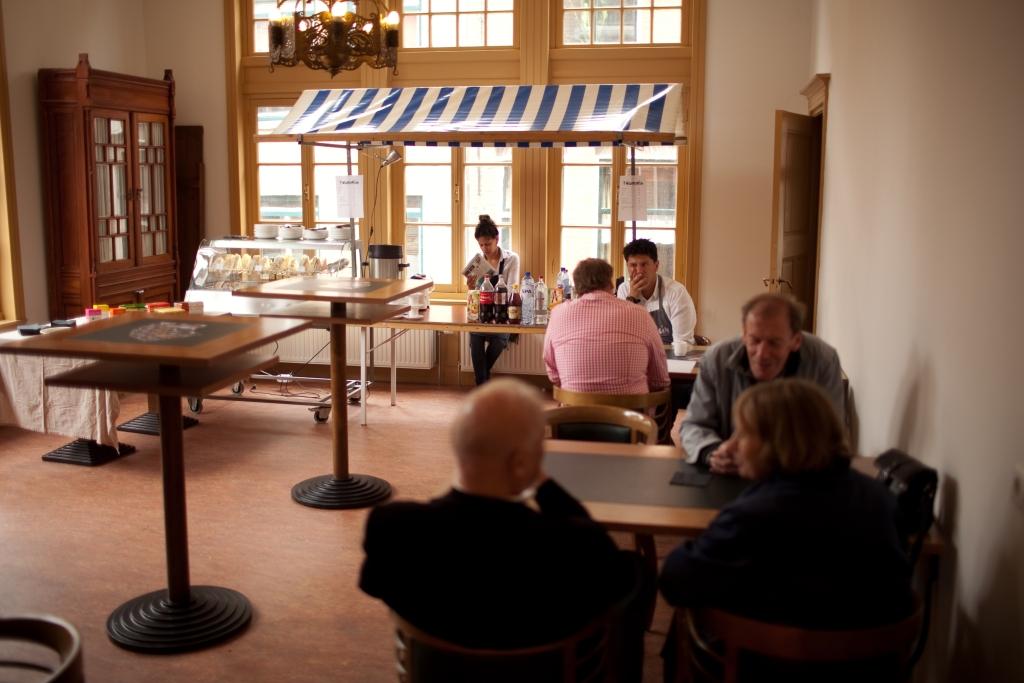 Weesperplein serveert eten in kerk  © Enter Media