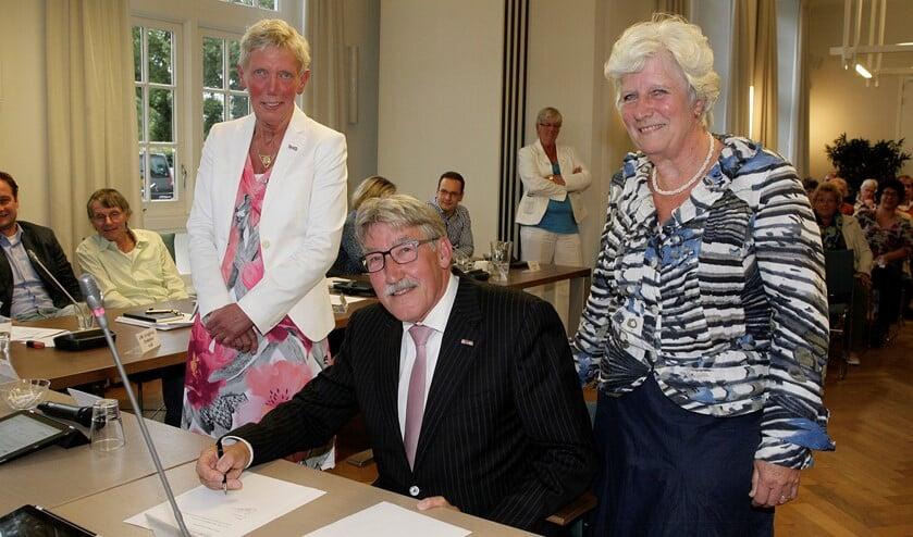 De wethouders Liesbeth Boersen (links), Ben Lüken en Anne Marie Kennis. Foto Studio Kastermans.