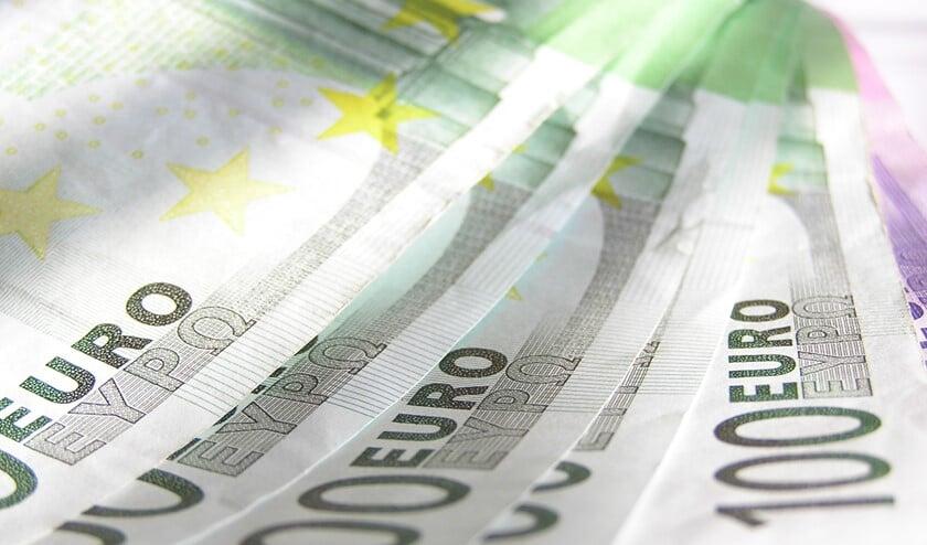 <p>Het onderzoek richt zich op een vermoedelijk criminele geldstroom, waarbij onder andere twee schroothandelaren betrokken zijn.</p>