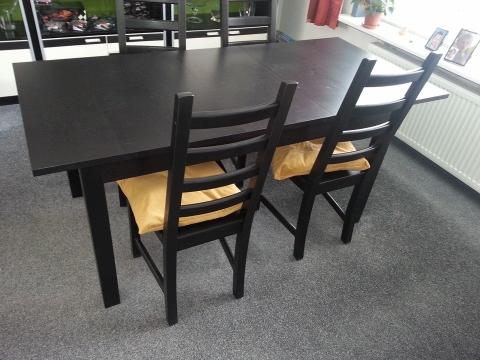 Ikea Eettafel 4 Stoelen.Eettafel Met 4 Stoelen Marktplein