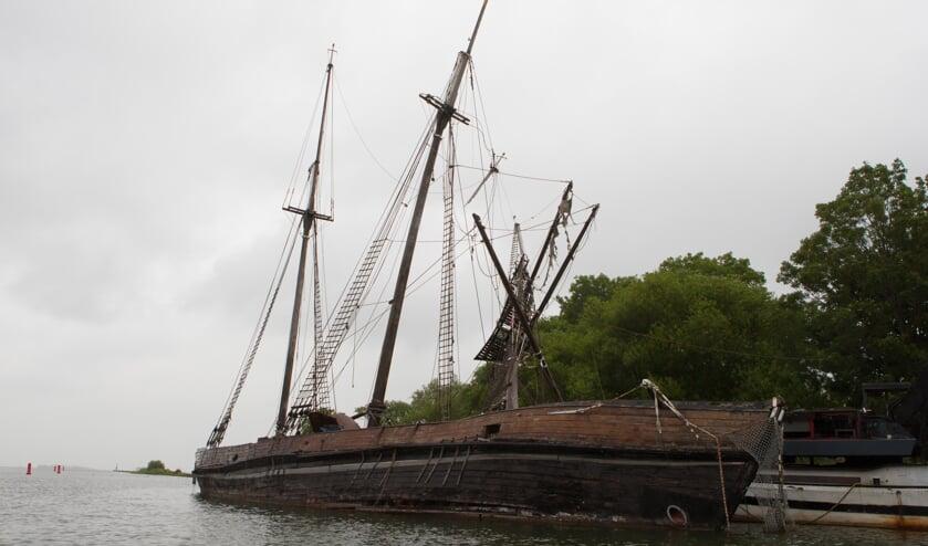 De gemeente wil dat het scheepswrak wordt verwijderd.